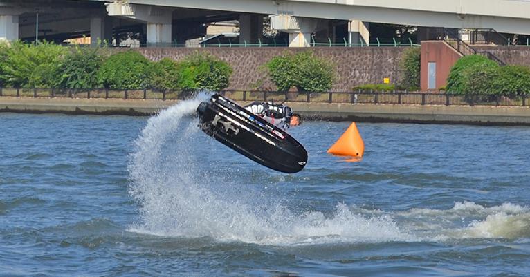 10月2日(日)東京都浅草にて「隅田川マリンスポーツの祭典2016」が開催されます。 プロライダーによる水上オートバイフリースタイルデモンストレーションや、子どもから大人まで楽しんでいただける無料の水上オートバイ乗船会が行われます。